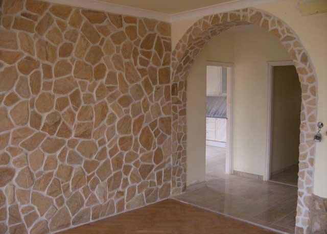 Rivestimento per pareti per interni in pietra irregolare - Pietra per interni parete ...